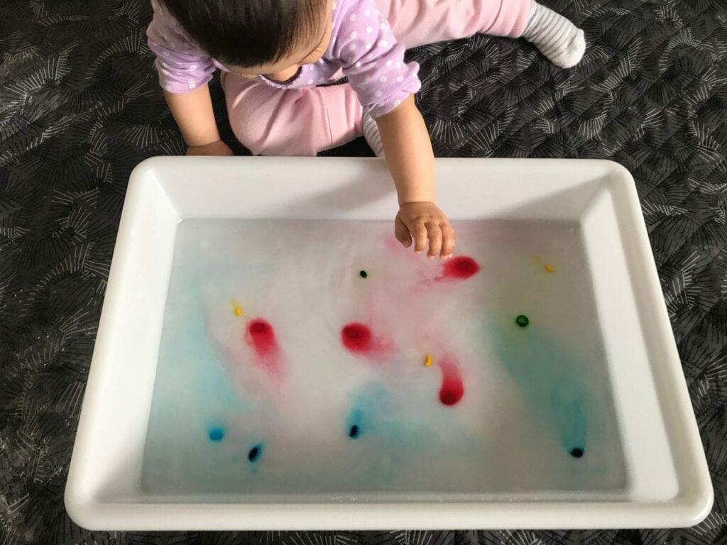 atividade de estimulacao sensorial bandeja de cores 00