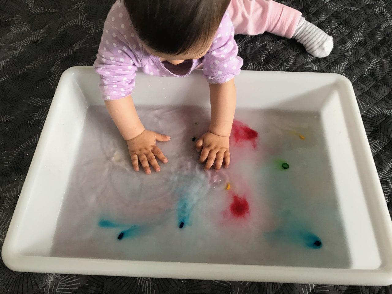 atividade de estimulacao sensorial bandeja de cores 06
