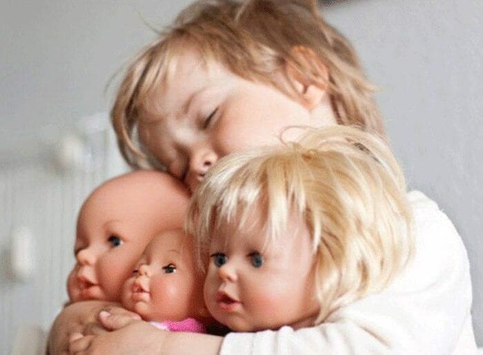 brincar-de-bonecas