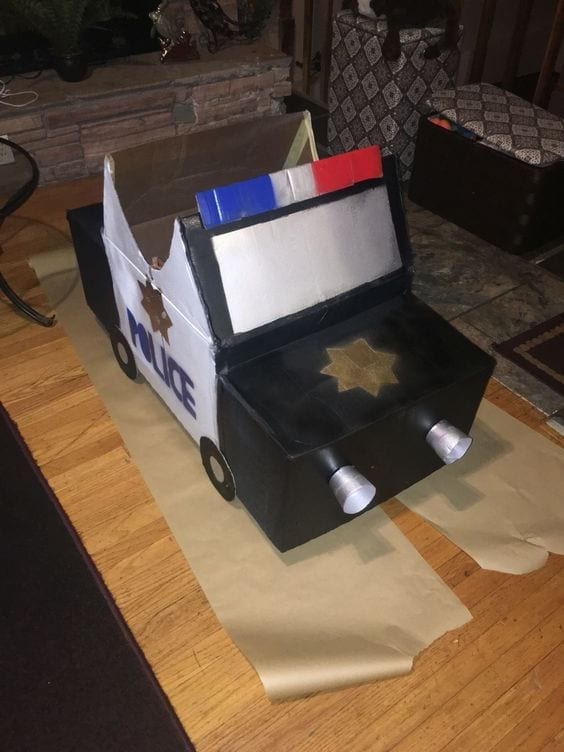 carro feito de caixa de papelao 04