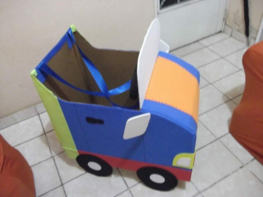 carro feito de caixa de papelao 05