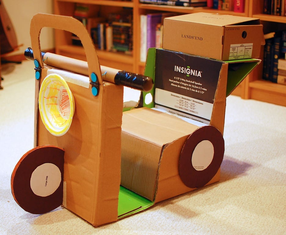 carro feito de caixa de papelao 06