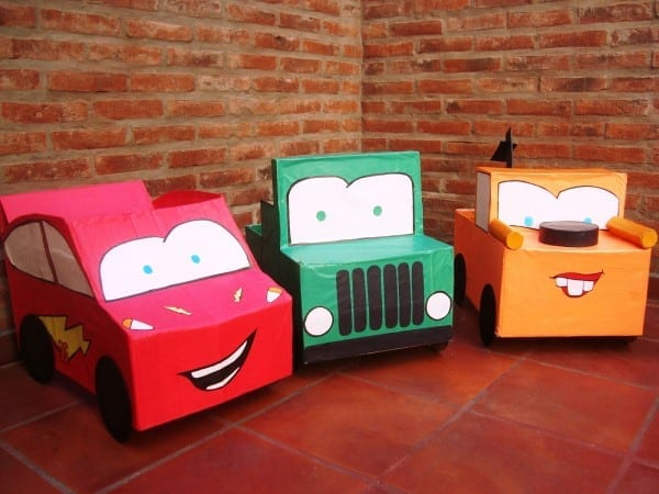 carro feito de caixa de papelao