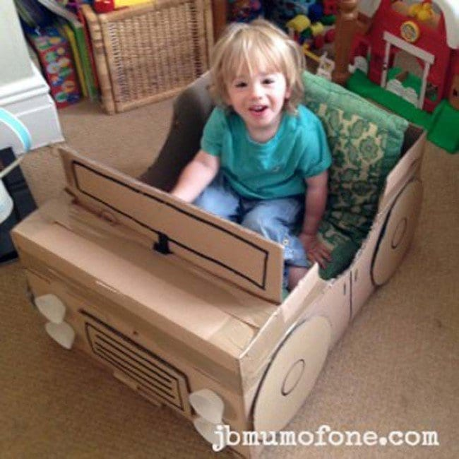 carro feito de caixa de papelao 10