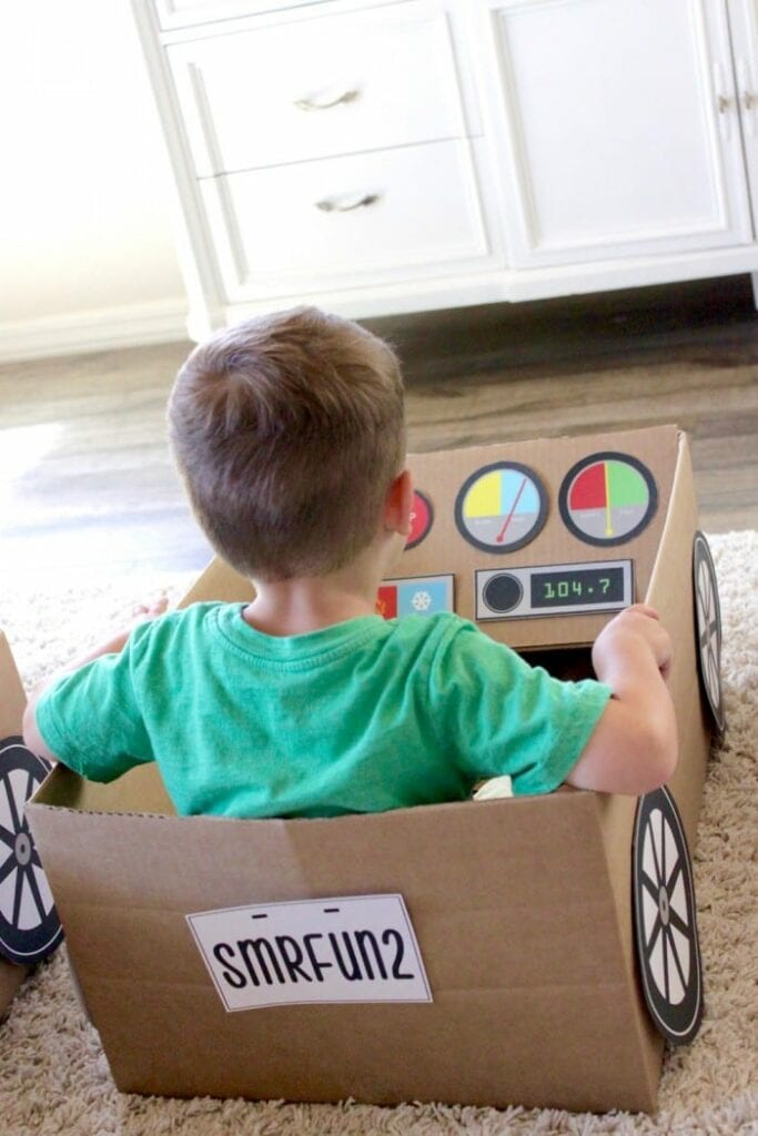 carro feito de caixa de papelao 12