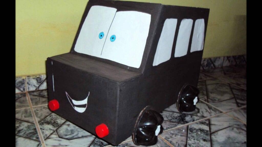 carro feito de caixa de papelao 14