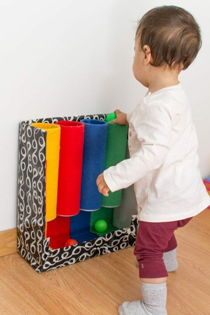 brinquedo tubo das cores montessori