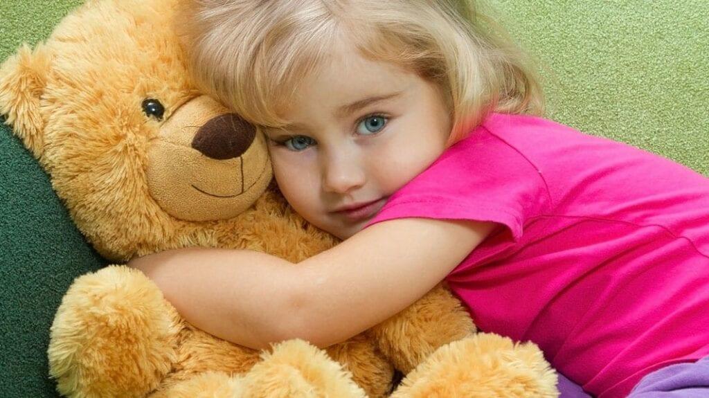 abraço ursinho de pelúcia