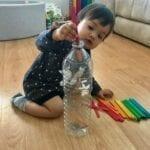 brinquedo com garrafa e palitos 01