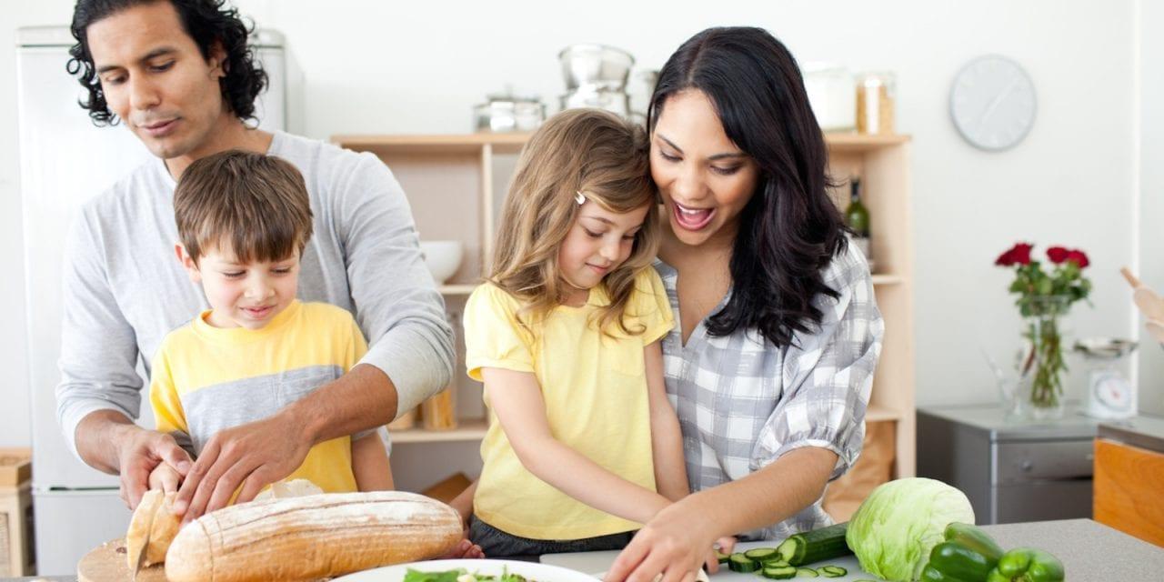 Cozinhando com crianças: idades e tarefas