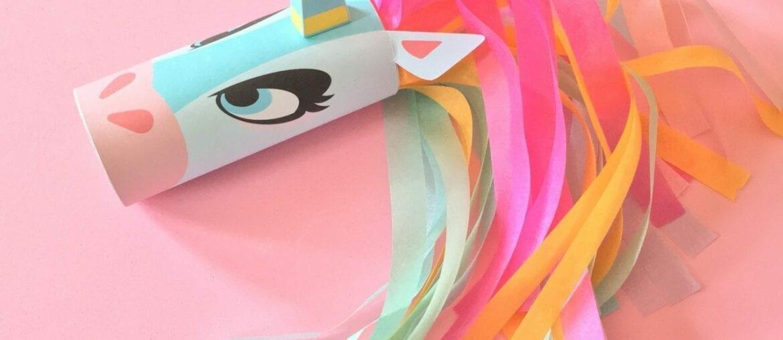 unicornio com papel higiênico