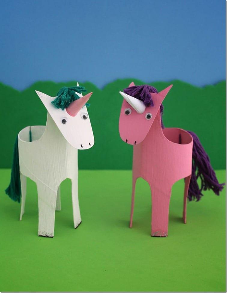 unicornio com papel higienico 11