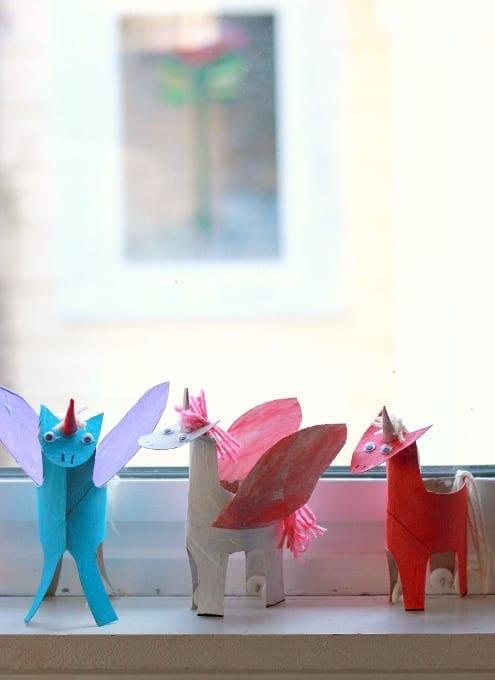unicornio com papel higienico 12