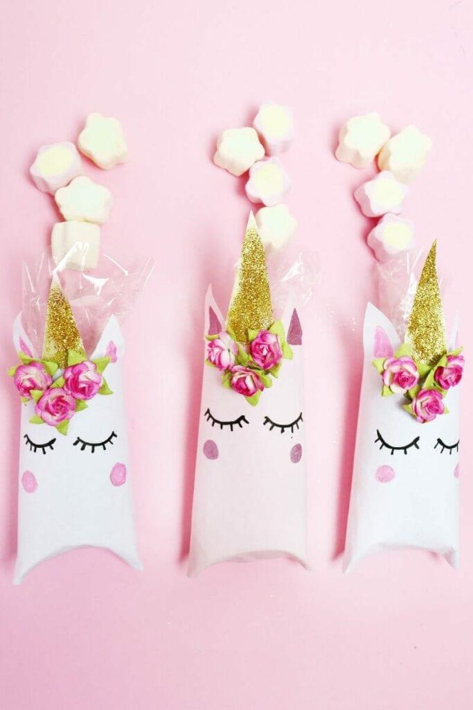 unicornio com papel higienico 14
