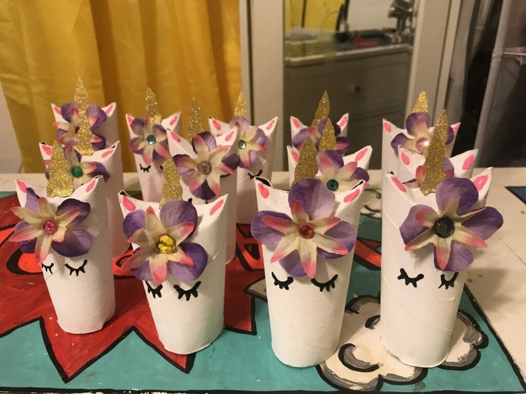 unicornio com papel higienico 16