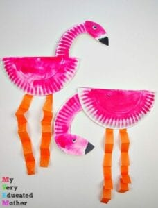 Flamingo feito com prato de papel