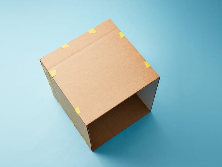 Como fazer casinha de boneca de papelao 04
