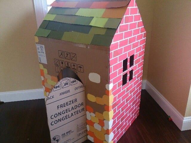 Como fazer uma casinha infantil de papelao 01