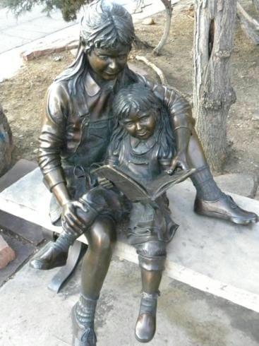 Monumento aos leitores em Boulder Colorado EUA