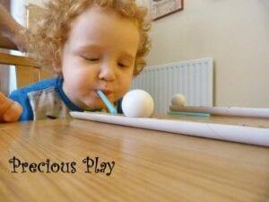 Deslizando a bola na mesa