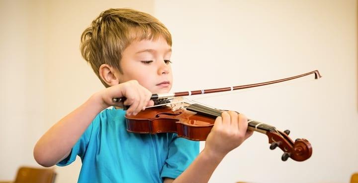 instrumento musical acrescenta a vida de seu filho