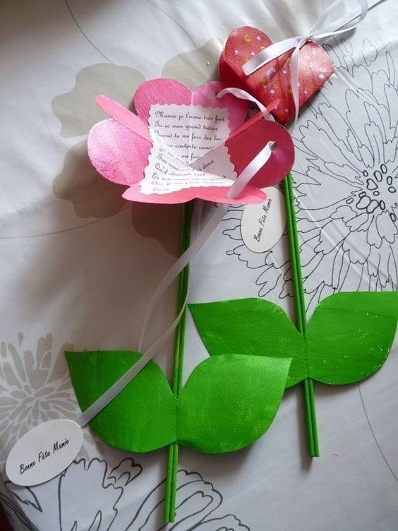 mensagem dia das maes em uma flor