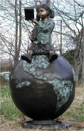 monumento a crianca leitora Taganrog, Russia