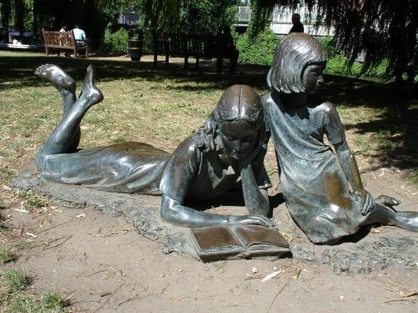 monumento a leitura surrey, reino unido