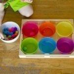 Potes e pompons de cores