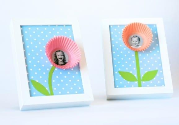 porta retrato com foto da crianca em flor para dia das maes