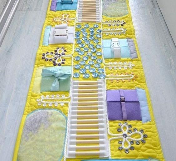 Tapete de atividades sensoriais no estilo Montessori 01