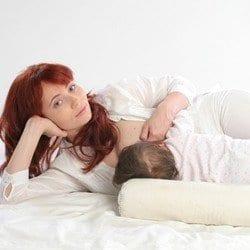 almofada de amamentacao postura deitada