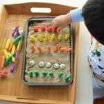 bandeja sensorial montessori 13