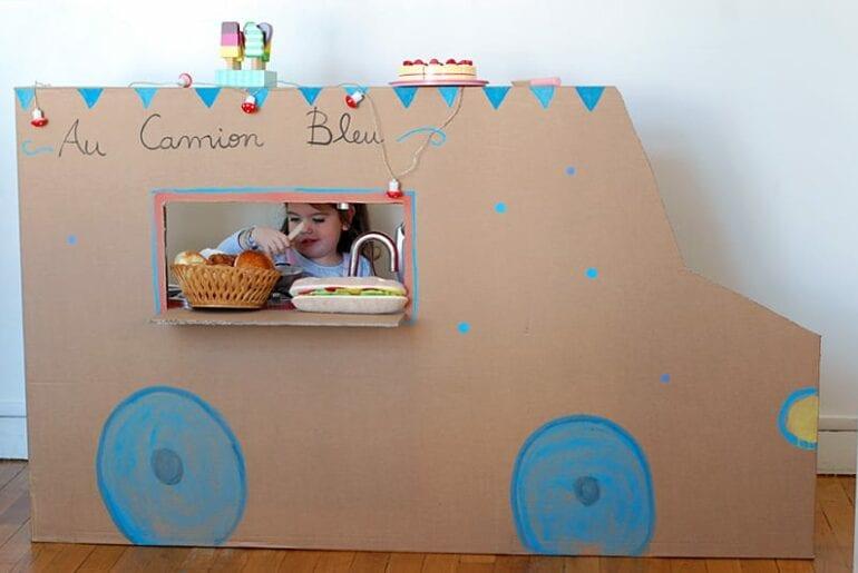 food truck com caixa de papelao