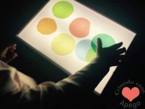 mesa de luz para criancas reggio emilia