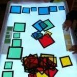 mesa de luz sensorial para criancas reggio emilia