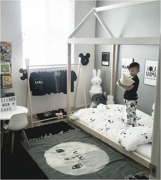 Black And White Kids Room: Quarto Montessoriano Menino 06