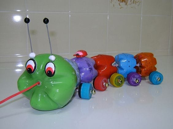 brinquedos reciclados garrafas pet puxador infantil