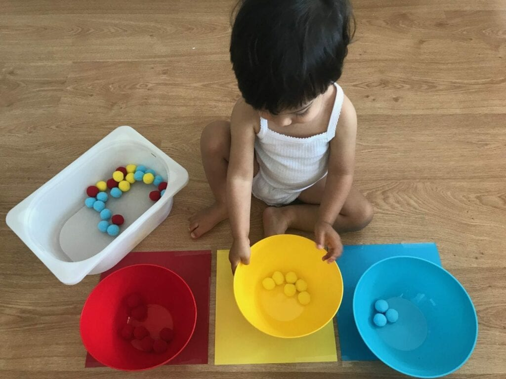 atividade de classificacao de cores primarias com pompom 05