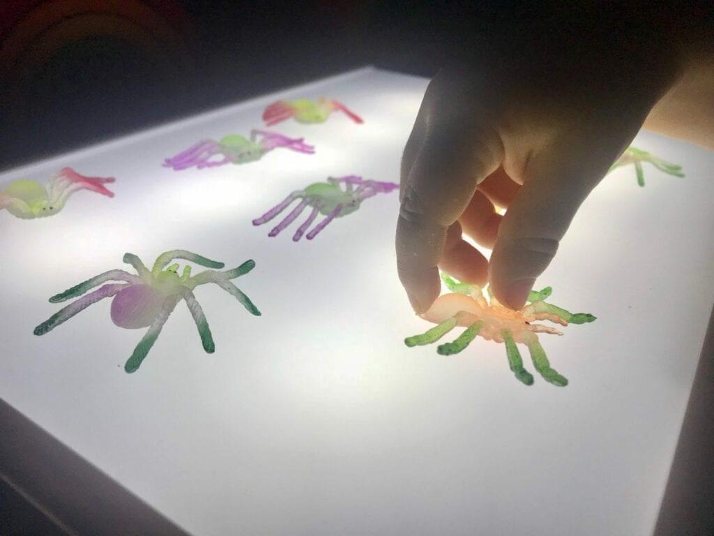 atividade de halloween para mesa de luz reggio emilia 08