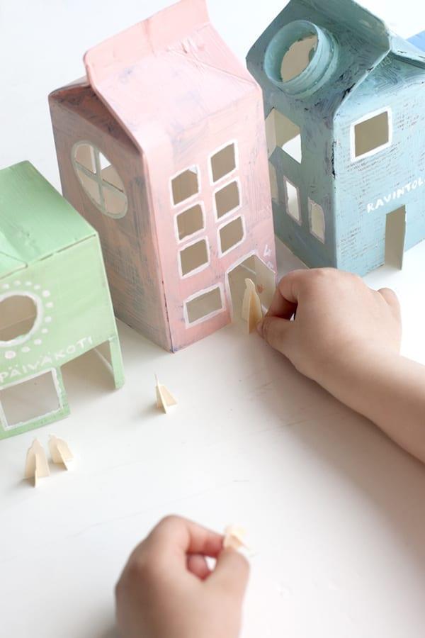 brinquedos reciclados com caixa de leite casinhas