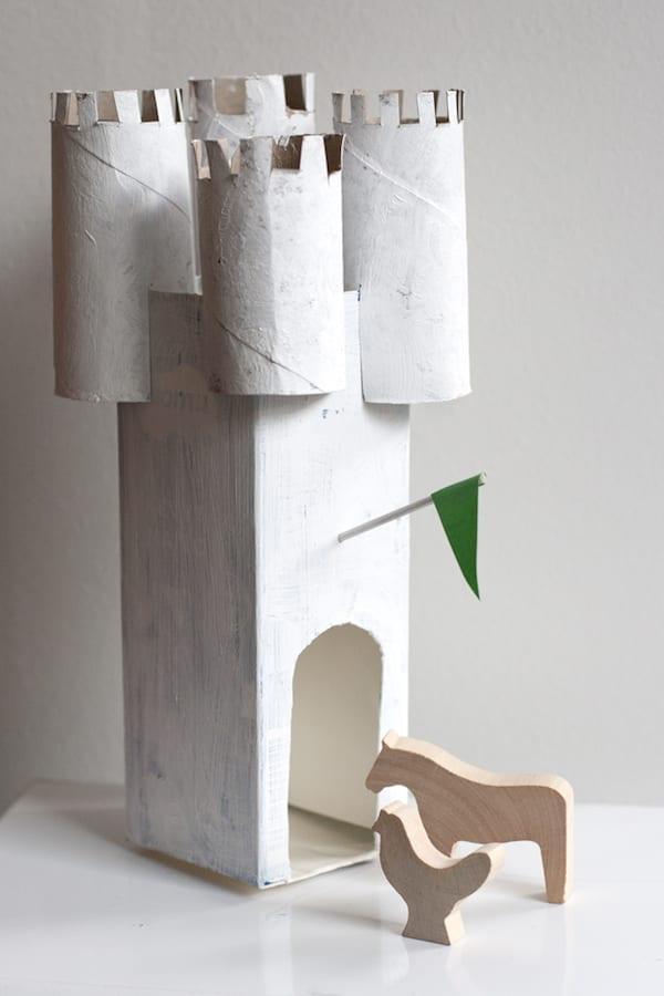 brinquedos reciclados com caixa de leite castelo