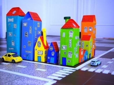 brinquedos reciclados com caixa de leite cidade