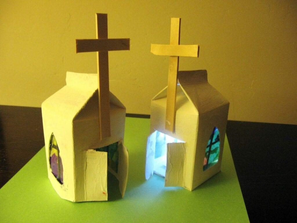 brinquedos reciclados com caixa de leite igreja