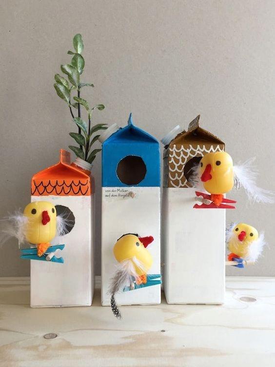 brinquedos reciclados com caixa de leite viveiro de passaros