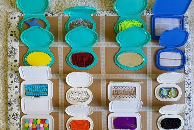 brinquedos sensoriais com caixa de lenco umedecido 0