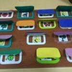 brinquedos sensoriais com caixa de lenco umedecido