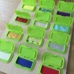 painel sensorial montessori com caixa de lenco umedecido 01