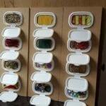 painel sensorial montessori com caixa de lenco umedecido 08