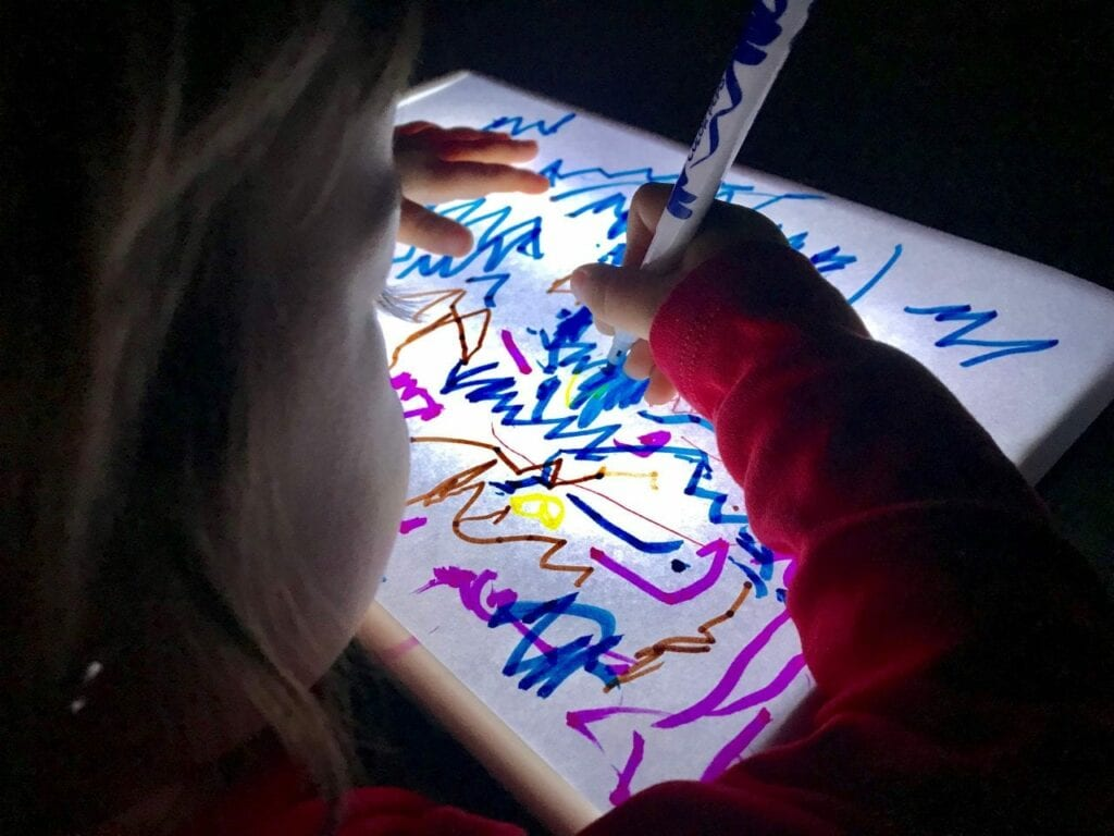 Desenhos na mesa de luz Reggio Emilia 04